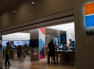 微软在商店门口采集志愿者的运动数据,为了就是改善MR产品